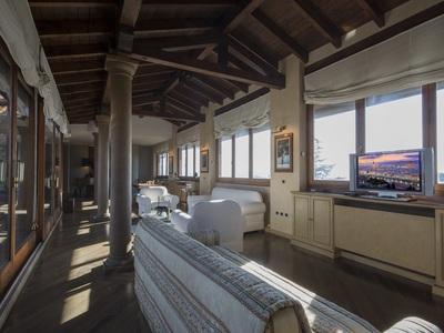 splendido attico in castello