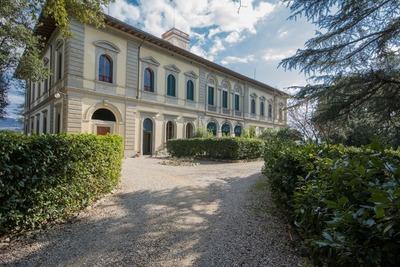 Prestigioso appartamento in villa