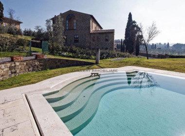 Appartamento-di-lusso-con-piscina