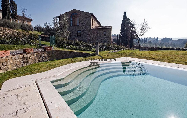 Appartamento-non-arredato-con-piscina